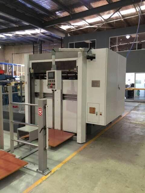 Kingvida BMY-1500 Yarı Otomatik Oluklu Kesim Makinası