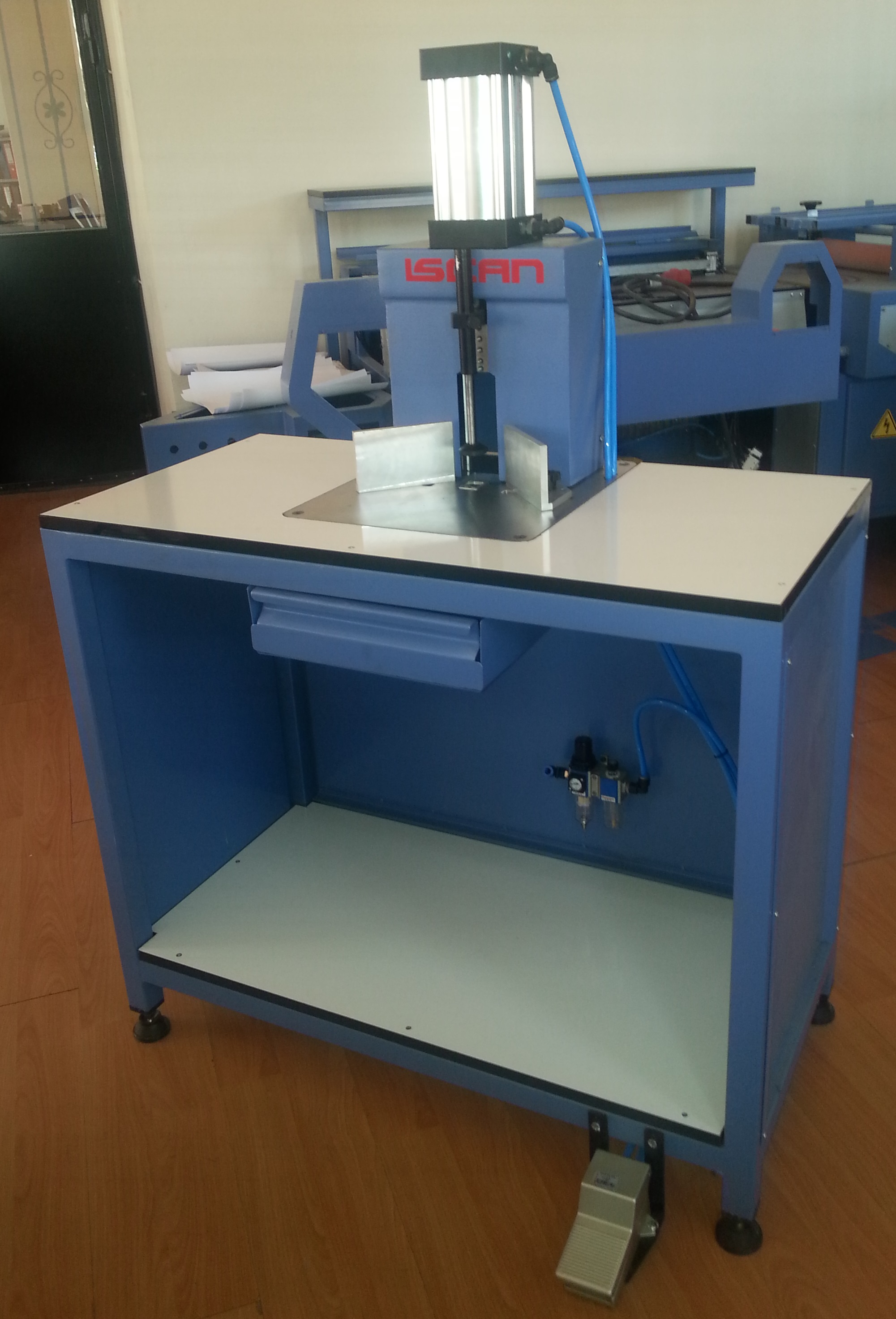 pnaumatic corner cutting machine